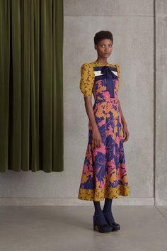 Roksanda Resort 2017 Fashion Show