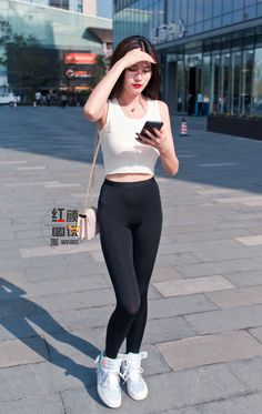 Sexy Outfits, Sporty Outfits, Girls In Leggings, Tight Leggings, Beste Jeans, Best Jeans For Women, Sexy Girl, Skinny Girls, Beautiful Asian Women