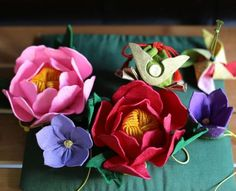 Yurino offers a wide variety of scented sachets. In addition to samurai helmet-shaped ones, peony flower-shaped bags slightly larger than a palm and other seasonal themes are available. (Nanako Ito)