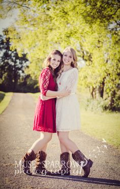You could either do this as a best friend shot or a sister shot! Either way its adorable! Love the outfits! Sister Photography, Best Friend Photography, Senior Photography, Photography Ideas, Best Friends Shoot, Best Friends Sister, Sister Poses, Friend Poses, Sister Picture Poses