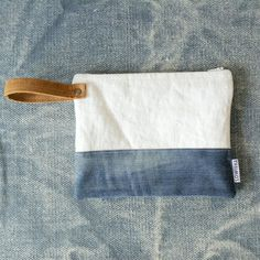 Natural linen and leather clutch clutch bag recycled jeans bag bridesmade clutch cosmetic bag jeans purse denim purse Best Leather Wallet, Leather Clutch, Clutch Bag, Leather Bags, Leather Handle, Jean Purses, Purses And Bags, Diy Jupe, Diy Pochette