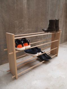 Wov Shoe Rack Schuhregal und Schuhorganisation Interior decorating plans for your hom Wood Shoe Rack, Diy Shoe Rack, Pvc Shoe Racks, Shoe Storage Modern, Shoe Tidy, Shoe Shoe, Best Shoe Rack, Shoes Stand, Rack Design