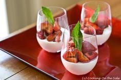 panna cotta with strawberries. yummm. #minisobremesa #mesadedoces