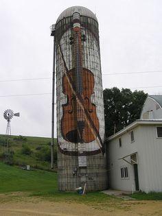Back roads of Iowa - great Street Art doesn't just happen in the city! :-D