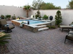 Earth tone colors and textures blend together to create this gorgeous stone hot tub and patio area. Stucco garden walls with a stone edge ensure extra privacy. Deck Ideen mit Whirlpools 50 Gorgeous Decks and Patios With Hot Tubs