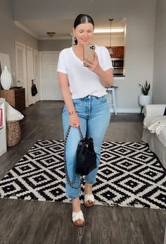 outfits for teen girls under 5 dollars Mom Jeans Outfit Summer, Summer Outfits For Moms, Spring Outfits, Casual Summer Outfits With Jeans, Winter Outfits, Casual Shorts, Curvy Girl Outfits, Mom Outfits, Plus Size Outfits