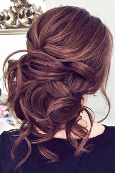 Totally Trendy Prom Hairstyles for 2018 To Look Gorgeous ★ See more: http://glaminati.com/trendy-prom-hairstyles/