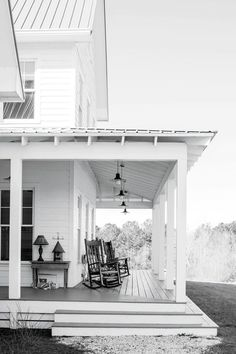 Lovely Farmhouse Front Porch Design Ideas - Page 5 of 48 Farmhouse Front Porches, Porch Steps, House With Porch, Front Porch Decorating, Porch Design, Porch Makeover, New Homes, Farmhouse Renovation, Building A Porch