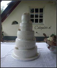 Bruidstaart pearl white