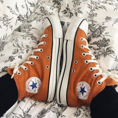 Outfits With Converse, Converse All Star, Converse Shoes, Converse Chuck Taylor, Swag Shoes, On Shoes, Me Too Shoes, Orange Converse, Converse Vintage