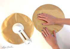Corte os círculos de papel contact com o cortador de círculos