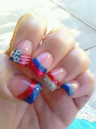 I'm feeling very Patriotic with my new 4th of July Nails :o)