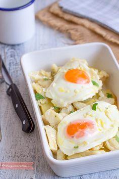 Las patatas con huevo y bacalao son un plato muy nutritivo. Una receta fácil de hacer que gustará a todos. No dudes en preparar patatas con huevo y bacalao.