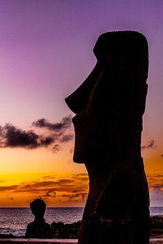 Moai of Easter Island Chile Travel Honeymoon Backpack Backpacking Vacation South America Machu Picchu, Educacion Intercultural, Beautiful World, Beautiful Places, Places To Travel, Places To Visit, Visit Chile, Backpacking Asia, Viajes