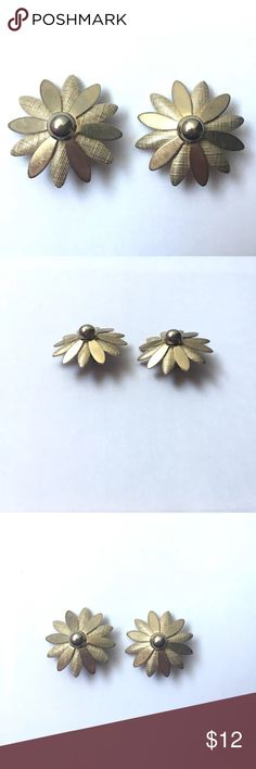 "Vintage daisy flower clip on earrings Coventry Vintage signed Sarah Coventry gold tone clip on daisy boho hippie 1960s 1970s flower earrings; Measure approx 1-3/8"" diameter; good condition, minor wear (see photos); super cute! Vintage Jewelry Earrings"