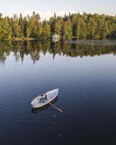 Soutelua Gallträsk-järvellä Kauniaisissa. Boat, Dinghy, Boats, Ship