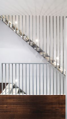 Professionals in staircase design, construction and stairs installation. In addition EeStairs offers design services on stairs and balustrades.