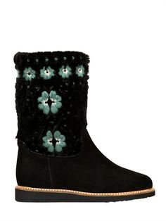 472.00 RED VALENTINO - 30MM SUEDE SHE... Flower embroidery on top panel. Partially lined . Rubber sole . Made in Italy