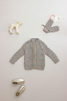 mor mor nu smocked cardigan light gray. hand-knit alpaca wool.