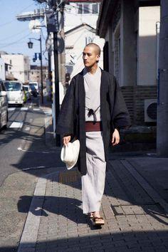 ワイ&サンズ(Y. & SONS) 2018年春夏(メンズ)コレクション 。ルック写真1 Look Kimono, Male Kimono, Kimono Outfit, Kimono Jacket, Kimono Fashion, Fashion Outfits, Traditional Fashion, Traditional Outfits, Modern Kimono