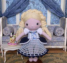 """Crochet dress pattern for """"My Crochet"""" Doll by Isabelle Kessedjian.  Explications pour robe au crochet pour """"Ma poupée au crochet"""" d'Isabelle Kessedjian."""