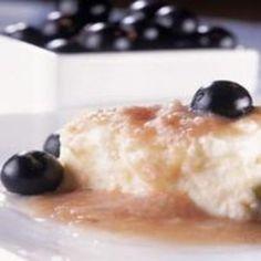 Receita de Pudim de Ricota com Jabuticaba Desserts, Food, Puddings, Cheese, Pudding Recipe, Homemade Candies, Milk, Recipes, Kitchen