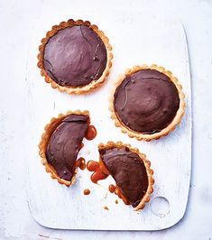 recette tarte chocolat caramel Tartelette Chocolat Caramel, Food Art, Desserts, Mini, Individual Pies, Sweet Recipes, Cooker Recipes, Livres, Tailgate Desserts