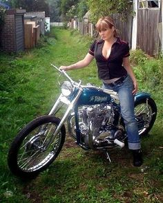 Harley Davidson News – Harley Davidson Bike Pics Triumph Bobber, Triumph Bikes, Bobber Bikes, Old Motorcycles, Triumph Chopper, Triumph Moto, Softail Bobber, Harley Softail, Motorbike Girl