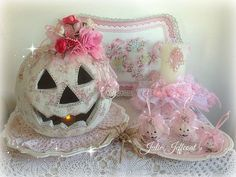 Not Christmas.my Shabby Pink Halloween Pumpkin display - Julie Jeffcoat! Shabby Chic Halloween, Pink Halloween, Holidays Halloween, Halloween Pumpkins, Halloween Crafts, Pumpkin Display, Hallowen Ideas, Pink Christmas, Autumn Inspiration