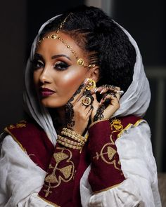 A very elegant and stunning lady who highlights the fashion of a very rich culture. Extremely beautiful and a lovely hairstyle! Ethiopian Wedding Dress, Ethiopian Dress, Ethiopian Braids, African Beauty, African Women, African Fashion, African Style, Ethnic Fashion, Ethiopian Traditional Dress