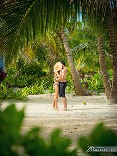 Tropical Destination Engagement Photo #wedding #engagement