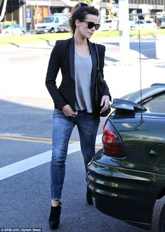 Kate Beckinsale was seen in Brentwood, Los Angeles heading to lunch - A woman about style