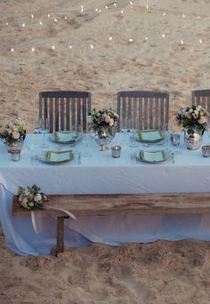 Make a natural looking bench for a reception on the beach