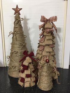Ribbon On Christmas Tree Ideas Burlap Christmas Tree, Cone Christmas Trees, Ribbon On Christmas Tree, Primitive Christmas, Diy Christmas Ornaments, Rustic Christmas, Christmas Projects, Handmade Christmas, Christmas Crafts