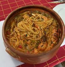 Μακαρόνια στη γάστρα με μανιτάρια και μπέικον όπου το μυστικό είναι στην γάστρα γιατί πετυχαίνουμε καλύτερο βράσιμο Seafood Recipes, Pasta Recipes, Cooking Recipes, Dessert Recipes, Healthy Recipes, Appetisers, Greek Recipes, Fish And Seafood, Food To Make