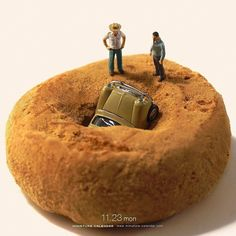 Ordinary objects and diorama dolls to create predicaments such as this. Miniature Photography, Figure Photography, Creative Photography, Minis, Photo Macro, Miniature Calendar, Tiny World, Mini Things, Arte Pop