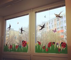 Spring/Summer decoration ideas for classroom Classroom Window Decorations, School Decorations, Classroom Decor, Decoration Creche, Summer Decoration, Spring Crafts For Kids, Summer Crafts, Art For Kids, Kid Crafts