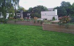 store plantekasser av bare hage