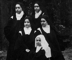 Therese with her sisters Marie, Pauline, Celine, and cousin Marie Guerin Catholic News, Catholic Saints, Patron Saints, Roman Catholic, Sainte Therese De Lisieux, Powerful Pictures, Bride Of Christ, Santa Teresa, Blessed Mother
