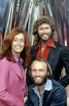 BEE GEES musical group successful recording music prominent performers of the disco music era in the late were instantly recognisable; Robin's clear vibrato lead was a hallmark; Barry's R falsetto became their signature sound . Gail Williams - Das He 70s Music, Music Icon, Rock Music, Pop Rock, Rock And Roll, Pop Internacional, Musik Genre, Musica Pop, Barry Gibb