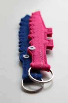 Loved this felt idea and made quickly a few less green ones...     As seen on Pumkin's board: http://pinterest.com/pumkins/crafts/    ... the felt crocodile keyring:  http://pinterest.com/pin/217439488228846000/