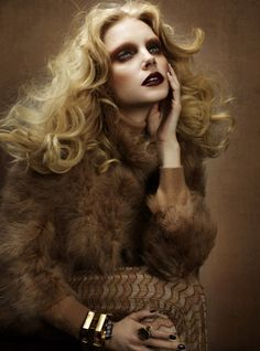 Jessica Stam takes on seventies glam looks for the February-March cover shoot of Wonderland. Lensed by Cuneyt Akeroglu with styling by Grace Cobb… Jessica Stam, Editorial Hair, Beauty Editorial, Editorial Fashion, 70s Makeup, Hair Makeup, Runway Makeup, Decoration Disco, Dark Red Lips
