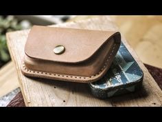 credit card art Wet Molding A Leather Credit Card Wallet Sewing Leather, Tan Leather, Leather Wallet, Leather Bags, Leather Diy Crafts, Leather Projects, Credit Card Wallet, Credit Cards, Leather Working