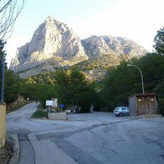 Vista de Puig Campana desde la Font del Molí