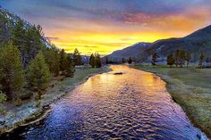 Yellowstone Nationalpark, West Yellowstone, British Columbia, Sunset Captions For Instagram, Montana, Grandparents Rights, Nature Sauvage, Mountain Sunset, Lake Mountain