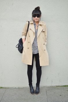 classic trench coat with gingham shirt and skinny pants