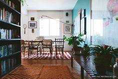 20-decoracao-sala-jantar-estante-cadeiras-descombinadas