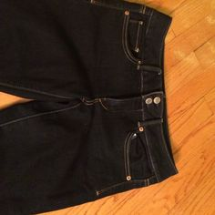 American eagle cropped jeans size 6 American eagle cropped artist jeans. Size 6. Like new American Eagle Outfitters Jeans Ankle & Cropped