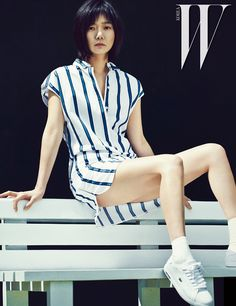So, she looks like she'd rather be anywhere else than on the tennis court, but Bae Doo Na is at least fashionably ready for the game, wearing LACOSTE's preppy sportswear collection for … Fashion Model Poses, Fashion Models, Tokyo Fashion, Asian Fashion, Asian Woman, Asian Girl, High End Clothing Brands, W Korea, Get In The Mood