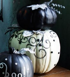 gorgeous pumpkin decorating ideas. Will have to remember for more upscale times, and when I can afford funkins which have become outrageously expensive since I lived in GTMO heh
